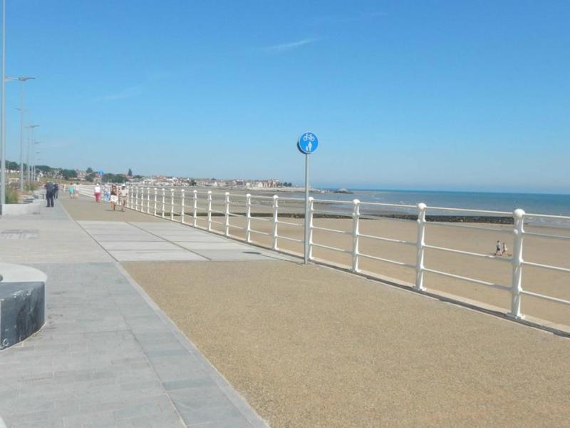 PET CHECK UK Colwyn Bay beach - Rhos- On-Sea - North Wales