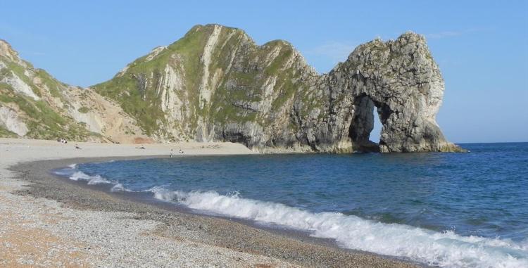 PET CHECK UK - Durdle Door beach Dorset open to dog walks